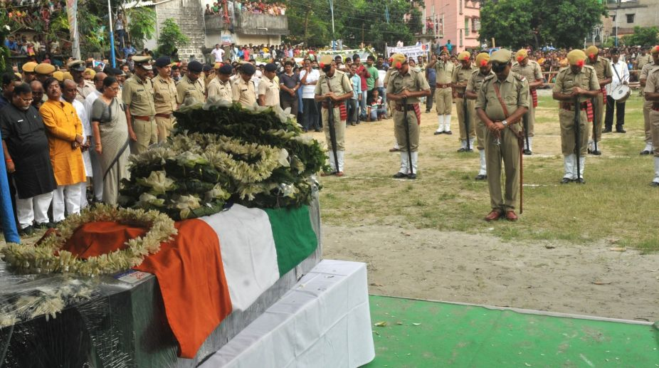 Indian Army pays tribute to jawan killed in Pak firing