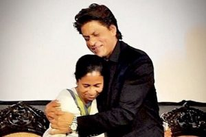 Watch Video: Shah Rukh Khan returns from KIFF in Mamata Didi's Santro