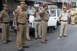 Bodies of two police jawans found in roadside pit
