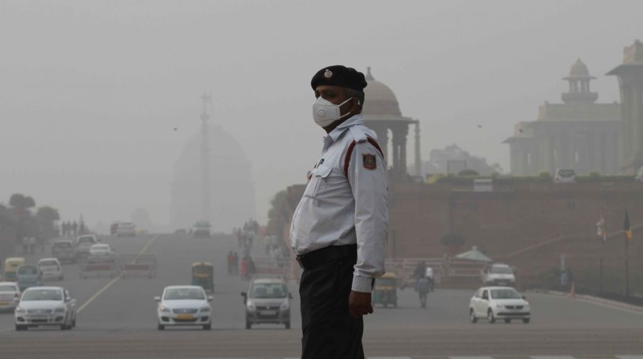 dusty Delhi, Delhi weather, Delhi dusty weather, Dust storm, Doctors, Mask