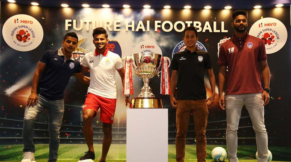 Footballers pose with ISL trophy in Kolkata (Photo: IANS)