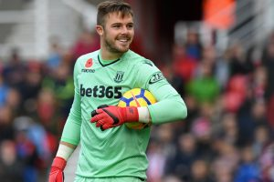 Jack Butland fractures finger, withdraws from England duty