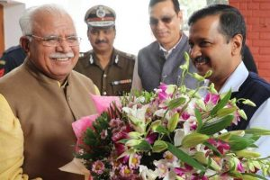 Delhi pollution: Khattar, Kejriwal pledge to fight smog in 2018