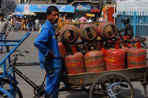 Subsidised LPG hiked Rs 4.50/cylinder, non-subsidised Rs 93