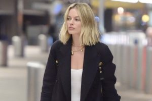 Margot Robbie wears her wedding ring during weekends