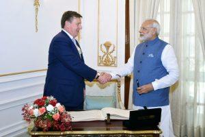 Prime Minister Modi meets Latvian PM Maris Kucinskis