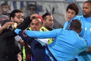 Arsenal through, Everton out, Evra in karate kick red card