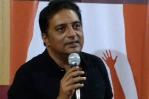 Prakash Raj urges Indians to stand as fearless society which questions
