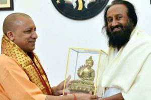Sri Sri meets Adityanath day before visiting Ayodhya