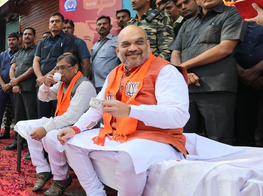tea politics, BJP leaders, Narendra Modi, Mann ki Baat, Gujarat elections 2017