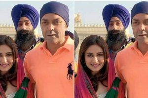 Kriti visits Golden Temple with Bobby