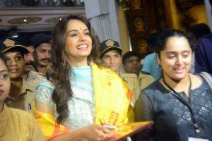Miss World Manushi Chhillar visits Siddhivinayak Temple