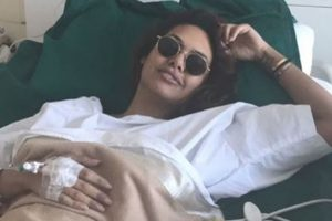 Esha Gupta admitted to hospital; sends out message to fans