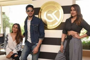 Sidharth Malhotra, Sonakshi Sinha visit Gauri Khan's studio