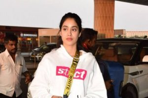 Watch Video: Janhvi Kapoor's extensive training for 6-pack abs