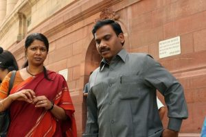 Rousing reception given to Kanimozhi, Raja by DMK