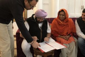 Amarinder signs papers proposing Rahul's name as Cong chief