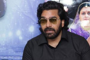 Ashutosh Rana waiting for Renuka to say 'action'