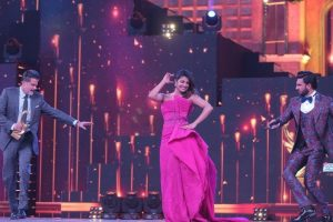 Priyanka recreates 'Gallan Goodiyaan' moment with Ranveer, Anil