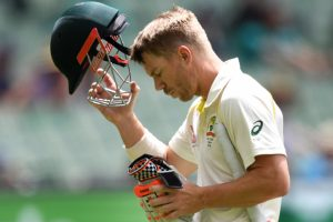 England hit back with Warner, Marsh wickets on final day
