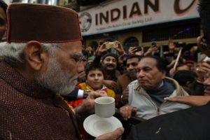 Post Thakur's swearing-in, Modi sips coffee in Shimla, reminisces old days