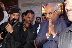 President Kovind offers prayers at Rameswaram