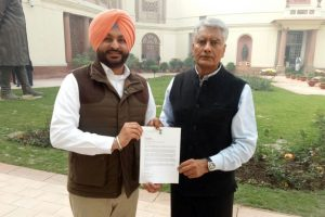 Conversions of Sikhs in Pak: Punjab Cong MPs raises issue with Sushma