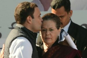 A kiss on mother's forehead, a perfect farewell to Sonia Gandhi