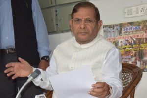 Sharad Yadav meets Lalu Prasad in jail for RS seat: JD-U