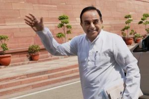 Rajinikanth an 'illiterate', his supporters only know 'naach-gaana', says Swamy