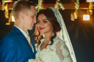 Aashka Goradia ties the knot with Brent Globe; watch video
