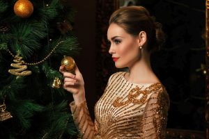 Use natural aroma oils, wear a velvet dress for the Christmas party