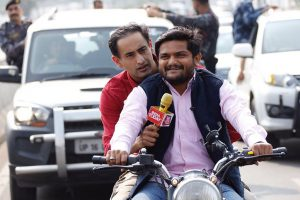 Gujarat polls: Twitterati fumes at Hardik Patel, journalist for helmetless ride
