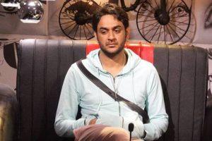 Vikas Gupta fears losing 'Bigg Boss' to Shilpa, Hina