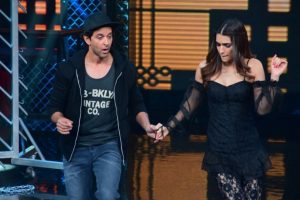 Hrithik Roshan 'looking forward' to work with Kriti Sanon