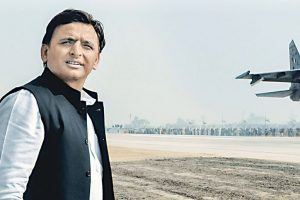 Akhilesh makes up with his dad