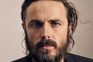 Affleck won't present award at Oscars