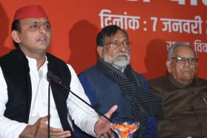 Akhilesh condemns Agrawal's comment on Jaya Bachchan