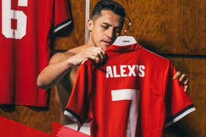 Alexis Sanchez breaks Manchester United shirt sales record
