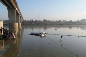13 die as bus plunges into river in Maharashtra's Kolhapur