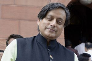 Shashi Tharoor smartly trolls those who trolled him over Mahavir error