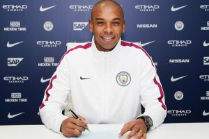 Manchester City midfielder Fernandinho pens two-year contract extension