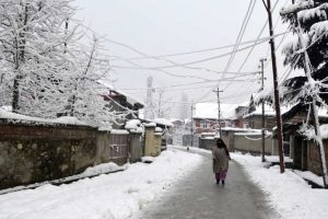 Cold wave continues in J-K, Kargil freezes at minus 19