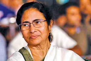 Mamata sends cake, card, sweets to ex-CM Buddhadeb on his b'day