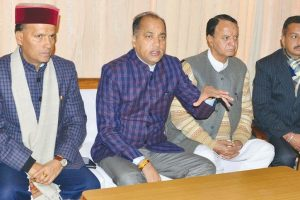 Gear up to tackle water shortage: CM to officials