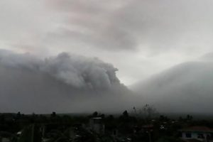 12,000 flee as Philippines warns of volcano eruption