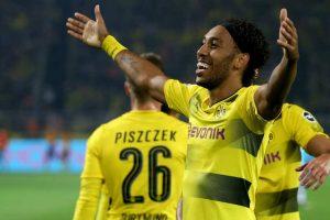 Arsenal sign Dortmund striker Pierre-Emerick Aubameyang