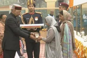 President turns emotional after honouring Garud commando at R-Day