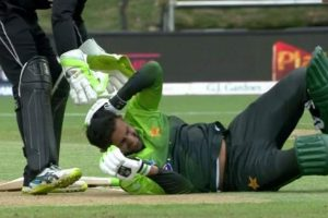 Shoaib Malik suffers delayed concussion after ball hits him on head