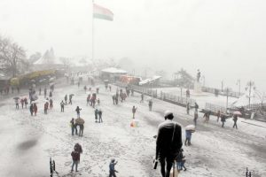 First spell of snow brings joy to tourists in Shimla